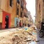 Crumbling streets and buildings in Habana Vieja neighborhood, La Havana, Cuba — Stock Photo #59325147