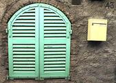 Yeşil pencere — Stok fotoğraf