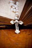 Crucifix with jesus on opened ancient bible, — Stock Photo