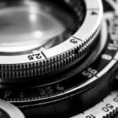Closeup of old retro film camera lens — Stock Photo
