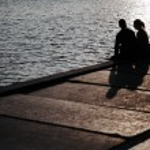 Couple sitting near the sea — Stock Photo #72123943