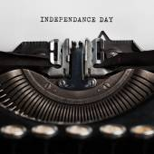 Independence day written by typewriter — Stock Photo