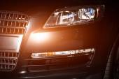 Auto-Kühlergrill und Stoßfänger-Reflexion — Stockfoto