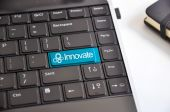 Innovate button on a computer keyboard — Stock Photo