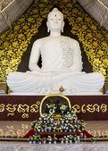 Gran buda blanco en watpahuaylad, loei, tailandia. — Foto de Stock