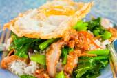 Thai food, kana moo krob.(fried kale mixed crispy pork and egg) — Stock Photo