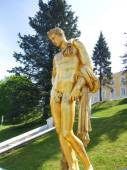 One of the statues of Samson fountain in Peterhof. Saint Petersburg — Stock Photo