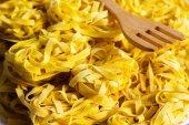 Syrové tagliatelle těstoviny — Stock fotografie