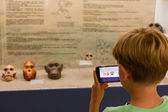 Child taking skull primate photography at museum — Stock Photo