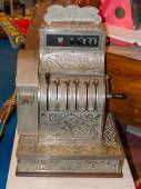Vintage cash register charge in lire italia — Stock Photo