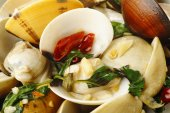 Stir fried clams with roasted chili  — Stock Photo