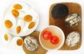 Osolené kachní vejce na bílém pozadí — Stock fotografie