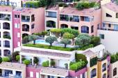 Colorful apartments with roof gardens, balconies and patios — Zdjęcie stockowe