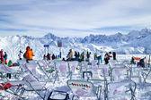 クリアとグランド山地レ グランデス platieres スキー場のリフトの上にモンブランの表示します。 — ストック写真