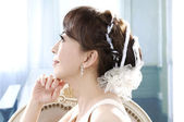 Young and beautiful bridge in white dress — Stockfoto