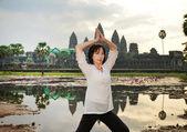 Woman doing yoga — Стоковое фото