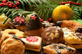 Christmas sweets, cookies and decoration — Stock Photo