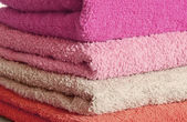 Stack of pink and purple towels — Stockfoto