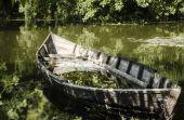 Um barco quebrado — Fotografia Stock