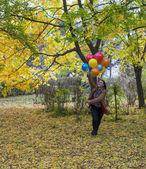 Young and beautiful woman enjoying her balloons — Foto Stock