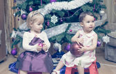 Little girls with balls near the Christmas tree — Fotografia Stock