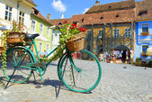 Decorative Old Bicycle Equipped with Basket in central square — Stock Photo