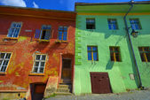 Red and green wall with windows house building in Sighisoara, Romania — Stock Photo