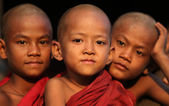 Burmese novices in Bagan, Myanmar — Stock Photo
