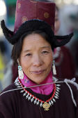Woman with traditional dress at the inaugural procession of the annual Ladakh Festival — Stock Photo