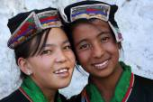 Young women with traditional dress at the inaugural procession of the Ladakh Festival — Stock Photo