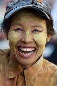 An unidentified woman on December 15, 2013 in Mandalay, Myanmar — Stock Photo