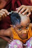 An unidentified Burmese novice getting shaved at a Buddhist novice hood initiation ceremony — Stock Photo
