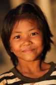 Young girl seen on the riverbank of the Ayeyarwady River — Stock Photo