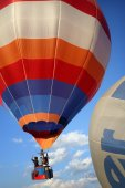 Colorful hot-air balloon in Nyaungshwe — Stock Photo