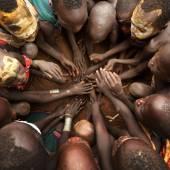 Unidentified Suri children at a ceremony — Stock Photo