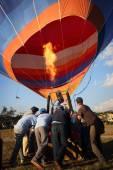 Hot-air balloons take off in Nyaungshwe — Stock Photo