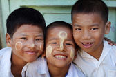Unidentified Burmese students at school — Stock Photo