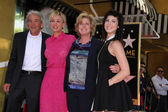 Kaley Cuoco with parents and sister — Stock Photo