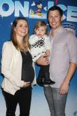 Beverley Mitchell and Michael Cameron with son Kenzie — Stock Photo