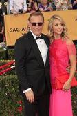 Kevin Costner, Christine Baumgartner — Stockfoto