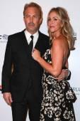Kevin Costner, Christine Baumgartner — Foto de Stock