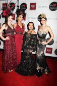 Eugenia Kuzmina, Courtney Sixx, Sue Wong, Blanco Blanca — Stock Photo