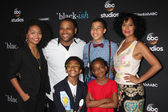 Yara Shahidi, Anthony Anderson, Miles Brown, Marcus Scribner, Marsai Martin, Tracee Ellis Ross — Stock Photo