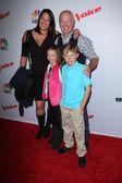 Neal McDonough, Ruve McDonough and kids — Stock Photo