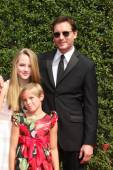 Peter Facinelli and daughters — Stock Photo