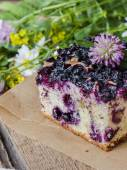 Pie with blueberries on wooden table — Stock fotografie
