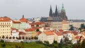 Views over Prague from the height of Petrin Hill. — Stock fotografie