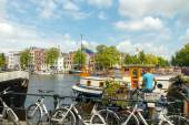 Traditional house boat on the canals of Amsterdam. — Stock Photo