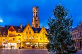 Bruges. Burg Square with the Christmas tree at Christmas. — Stock Photo