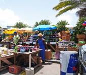Shopping in a Roadside Market in Antigua Barbuda — Stock Photo